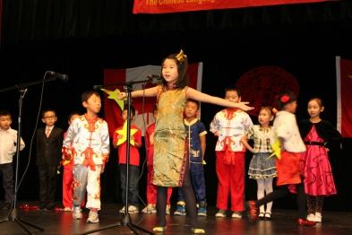 5.二年级1班表演唱《家的幸福》