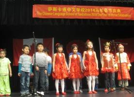 6.二年级2班表演的配乐诗朗诵《咏鹅》